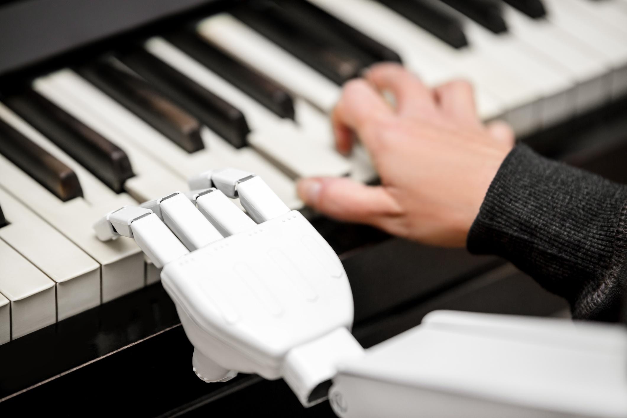Humanos y robots aumentan la productividad empresarial cuando trabajan juntos