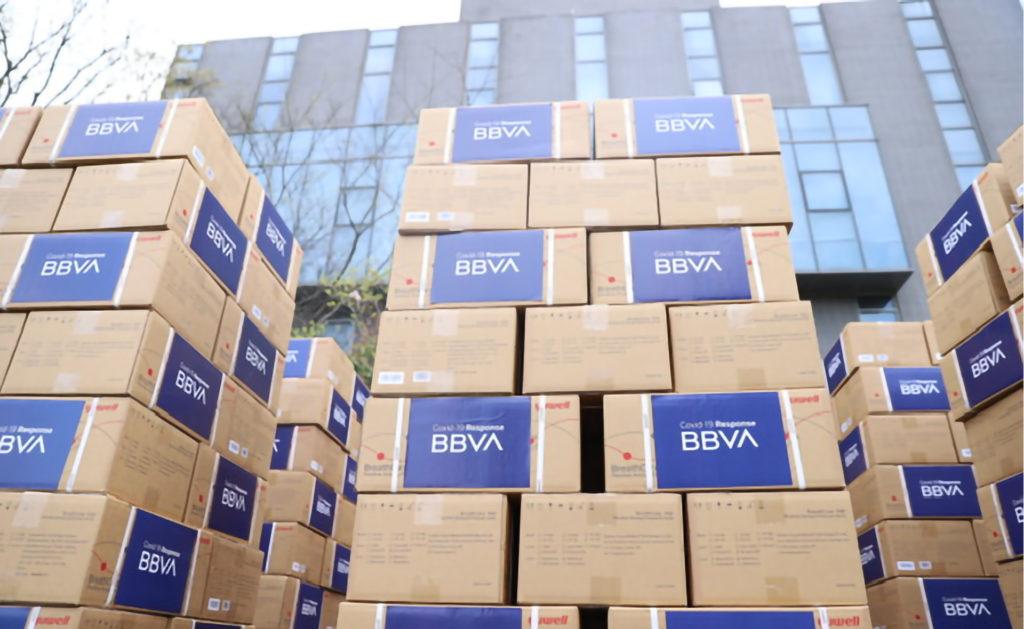 Llega a España el material sanitario adquirido por BBVA para luchar contra el coronavirus