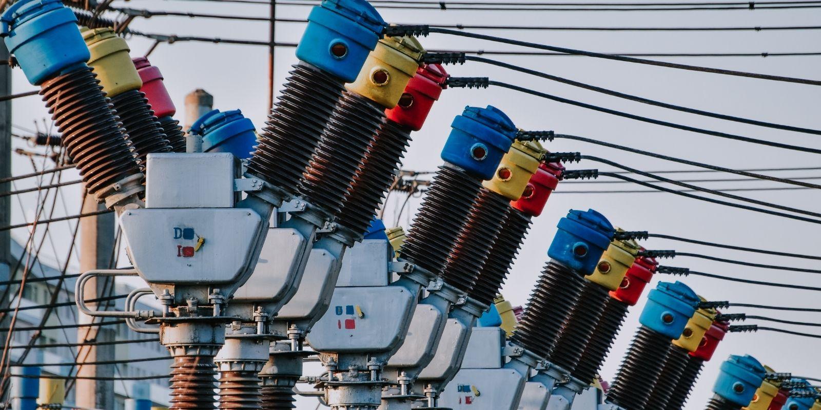 Cómo la inversión en redes de energía distribuida puede impulsar las energías renovables
